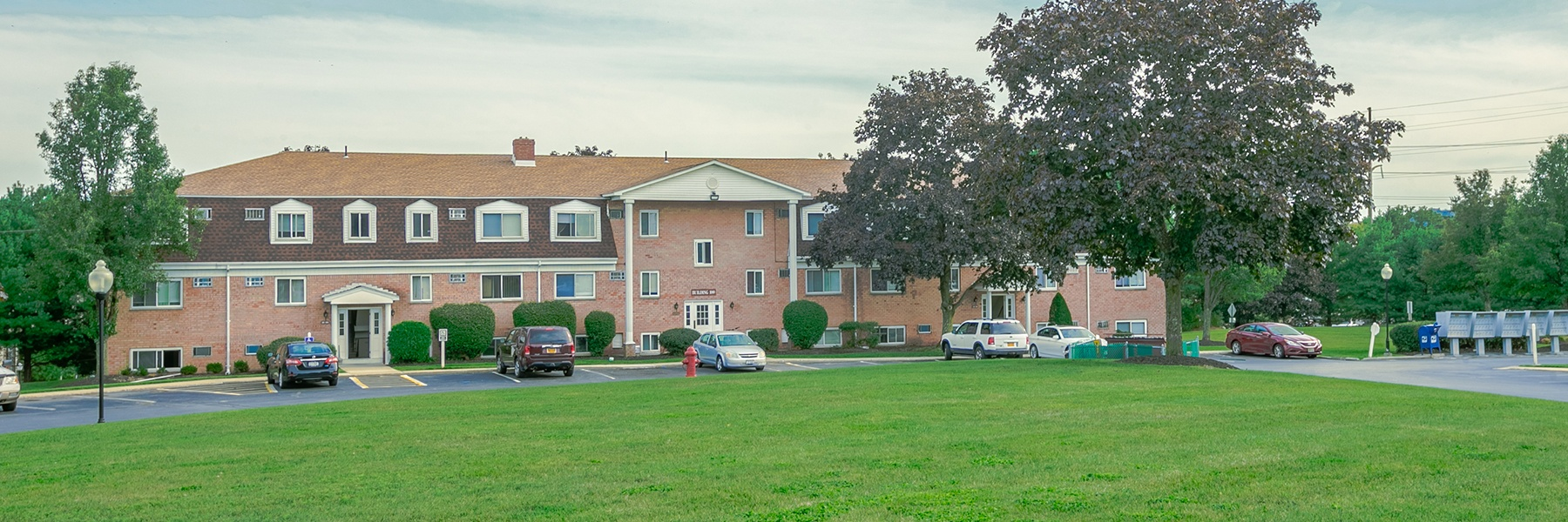 Knollcrest Village Apartments For Rent in Chester, NY Courtyard